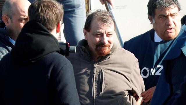 'Não aguentava mais fugir', diz Battisti após prisão