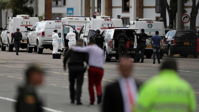 Atentado com carro-bomba mata ao menos dez em Bogotá