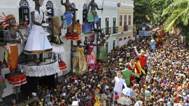 Em Salvador, Rio e Olinda o 'esquenta' para o carnaval já está nas ruas