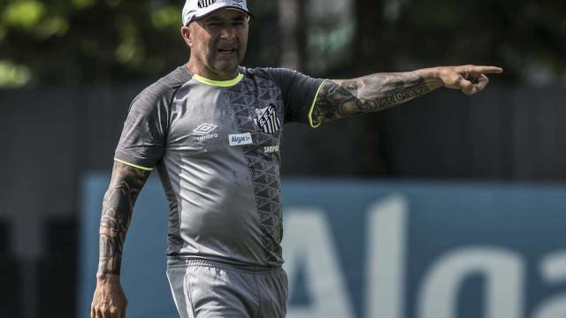 Sampaoli diz que desconhecia crise do Santos e cobra contratações