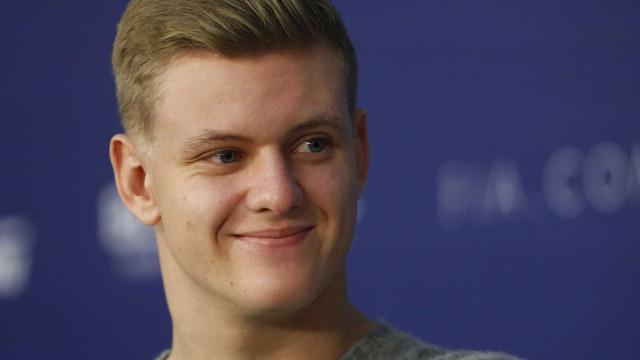 Filho de Schumacher é anunciado como piloto da Ferrari