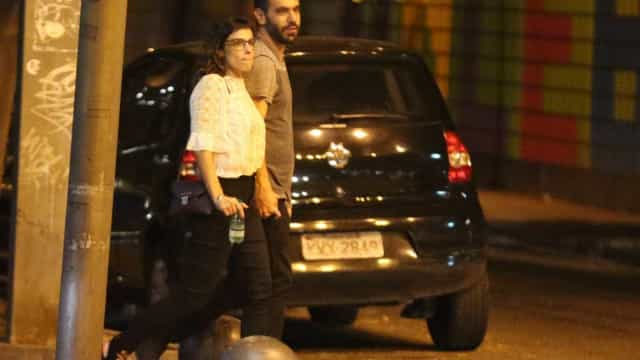 Maria Ribeiro é vista com novo namorado; fotos
