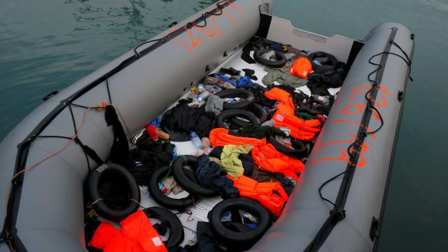 Número de migrantes desaparecidos em naufrágio sobe de 20 para 114