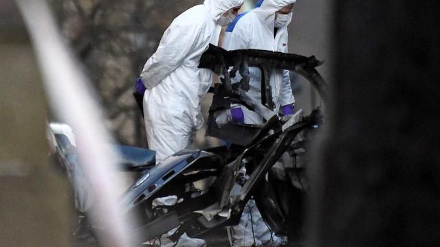 Irlanda do Norte investiga explosão de suposto carro-bomba