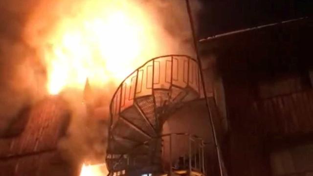 Incêndio em estação de esqui deixa 2 mortos e 20 feridos na França