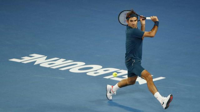 Após queda na Austrália, Federer anuncia que jogará em Roland Garros