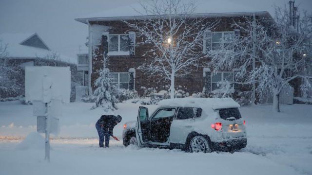 Tempestade Harper mata três pessoas e cancela mais de mil voos nos EUA