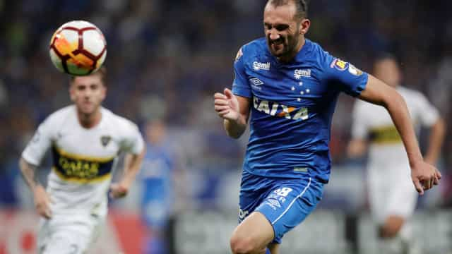 Cruzeiro chega a acordo com Barcos e rescinde contrato do atacante
