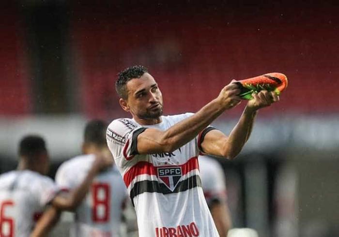 'Queremos muito essa vitória', diz Gilberto sobre clássico de domingo