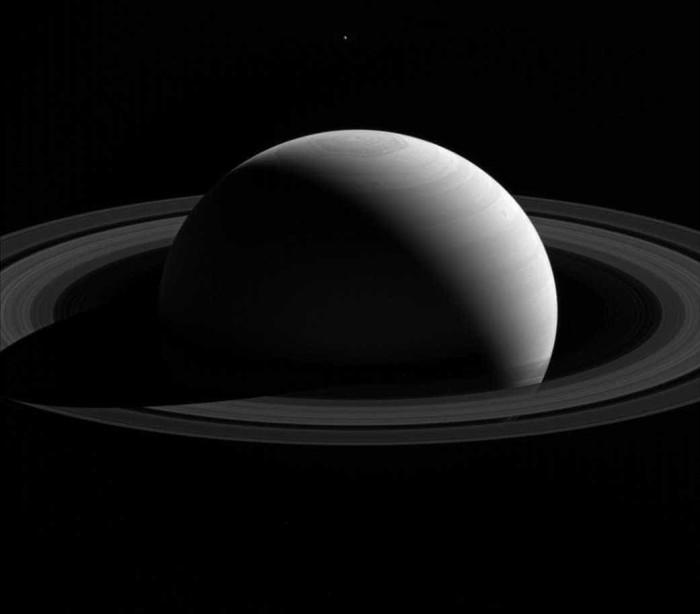 Pólo Norte de Saturno mudou de  cor nos últimos anos