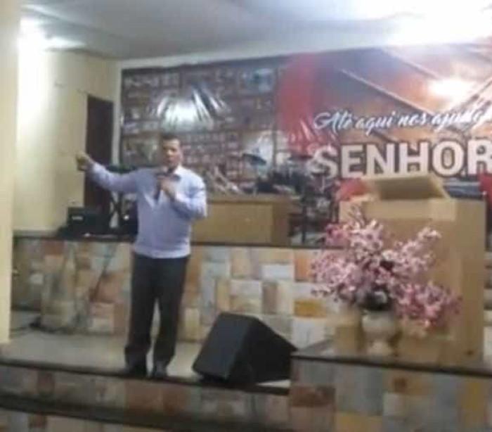 Pastor condena gays e pede voto contra candidato a prefeito de BH