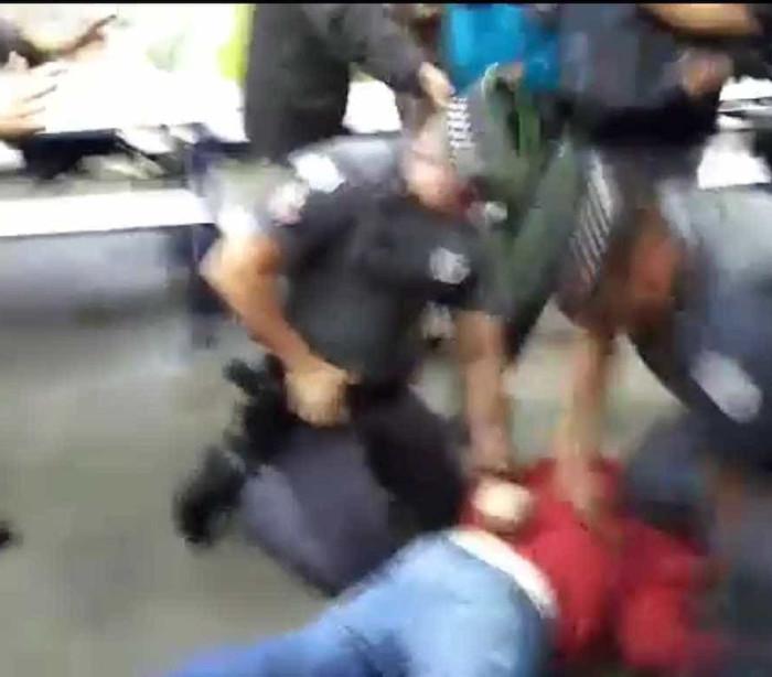 Estudantes e professor são detidos durante desocupação de escola