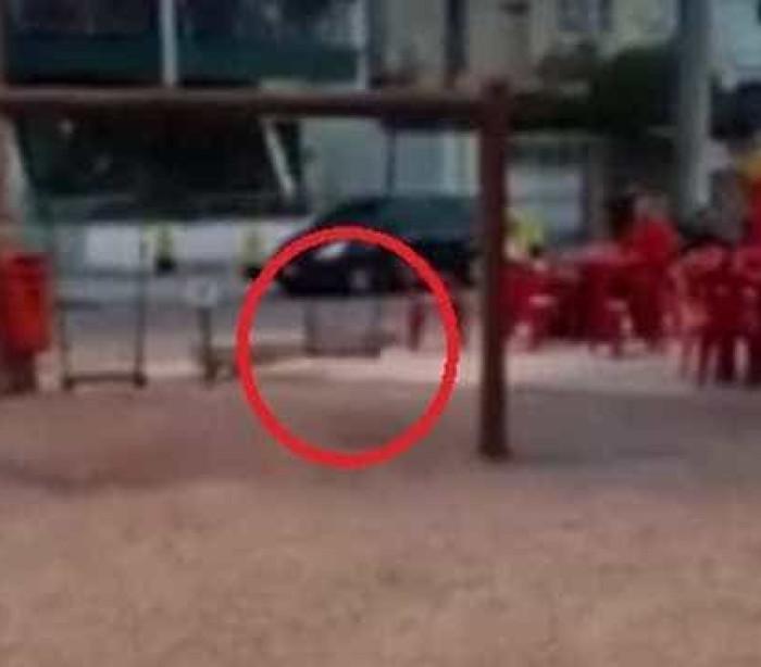Vídeo mostra misterioso balanço mexendo sozinho em praça no RJ; veja