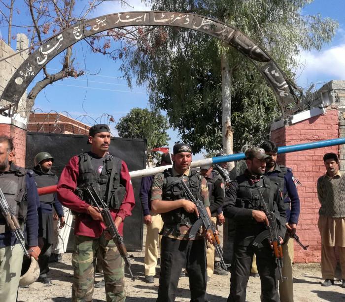 Atentado deixa sete mortos e 15 feridos no Paquistão