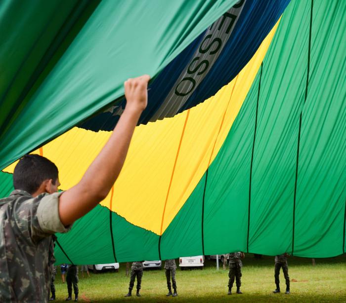"""Soldado diz que perdeu testículo em """"trote"""" e processa o Exército"""