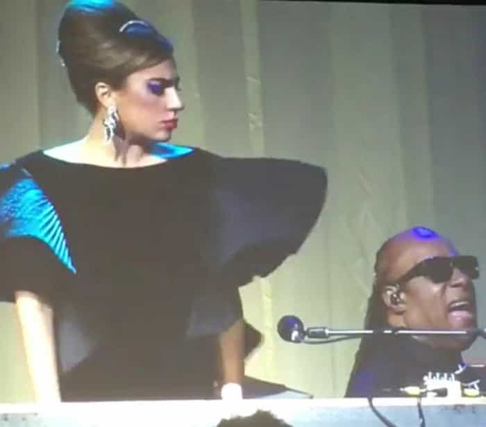 Lady Gaga e Stevie Wonder cantam em festa de Elton John; veja!