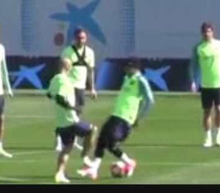 Mascherano 'humilha' Neymar em treino e depois tira sarro