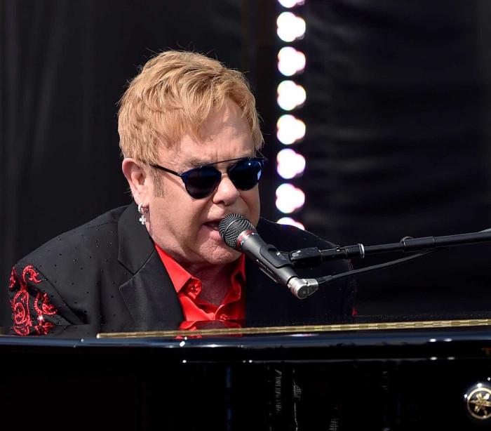 Elton John cancela shows após pegar 'infecção mortal'