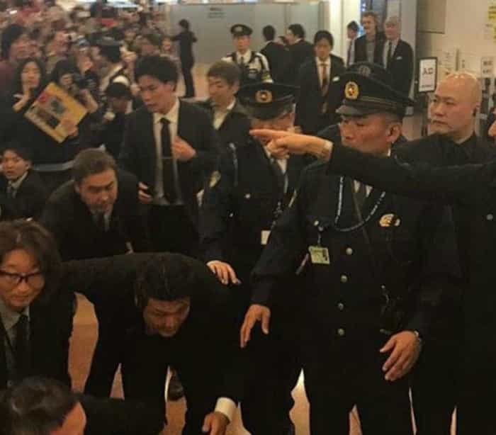 Paul McCartney é recebido com euforia em aeroporto do Japão