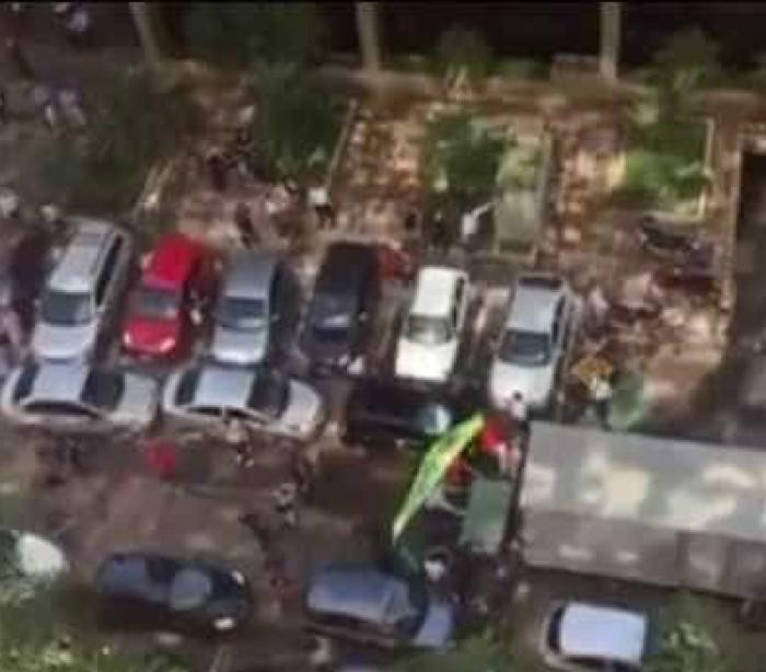 Vídeo mostra grupo bloqueando saída de caminhão da sede do PMDB