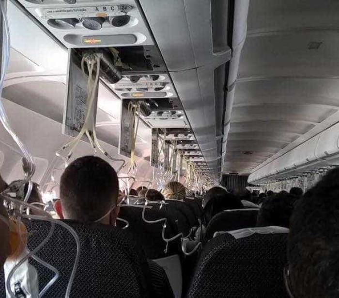 Resultado de imagem para Passageiro da Latam grava momento que avião sofre despressurização