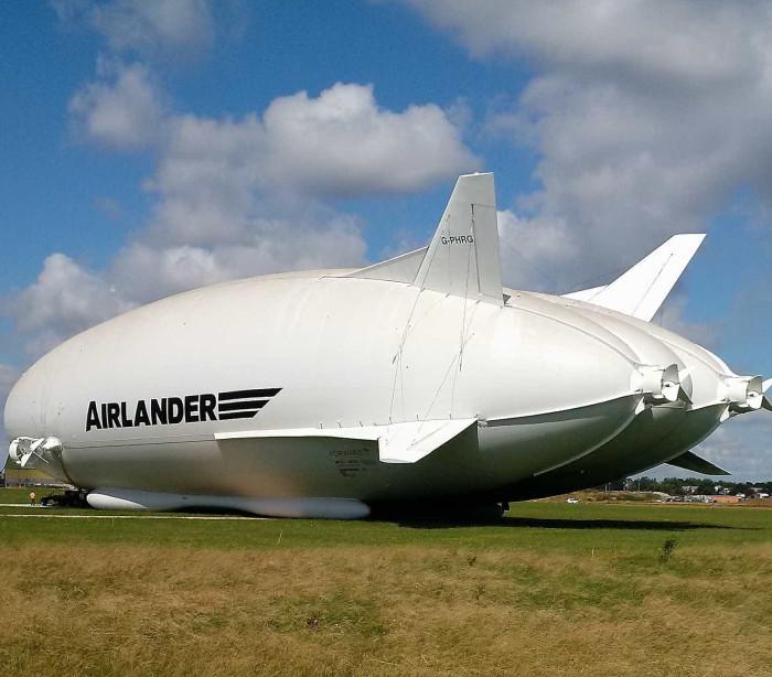 Confira a decolagem do Airlander 10, a maior aeronave do mundo