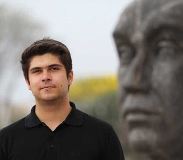 Filho adotivo de Renato Russo  decide expulsar a avó de casa