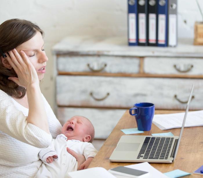 Críticas e opiniões estressam muito as mães, diz estudo