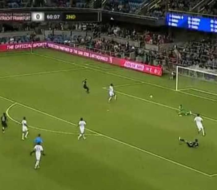 Zagueiro alemão faz gol contra bizarro nos Estados Unidos; veja