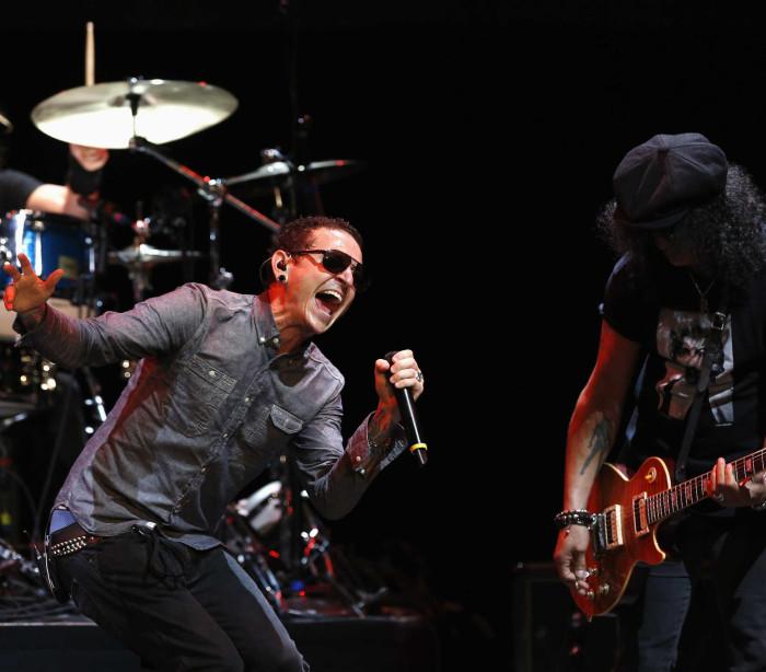 Linkin Park lançou clipe no mesmo dia  da morte de Chester Benington