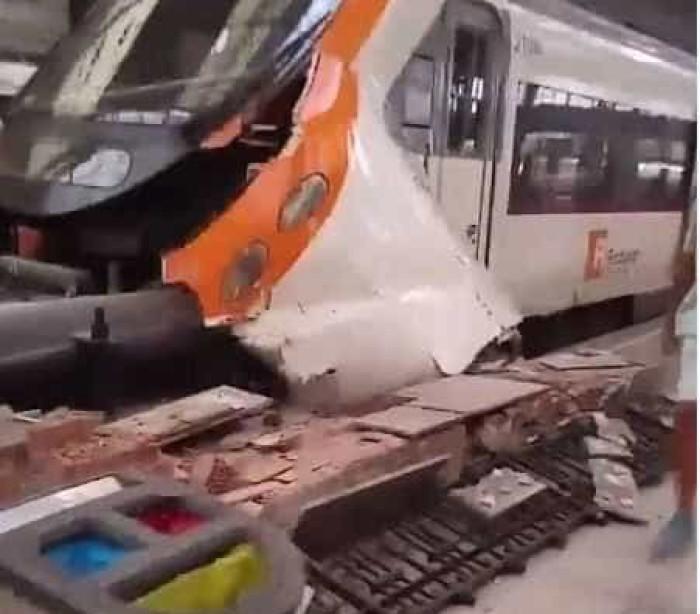 Acidente de trem em Barcelona deixa dezenas de feridos