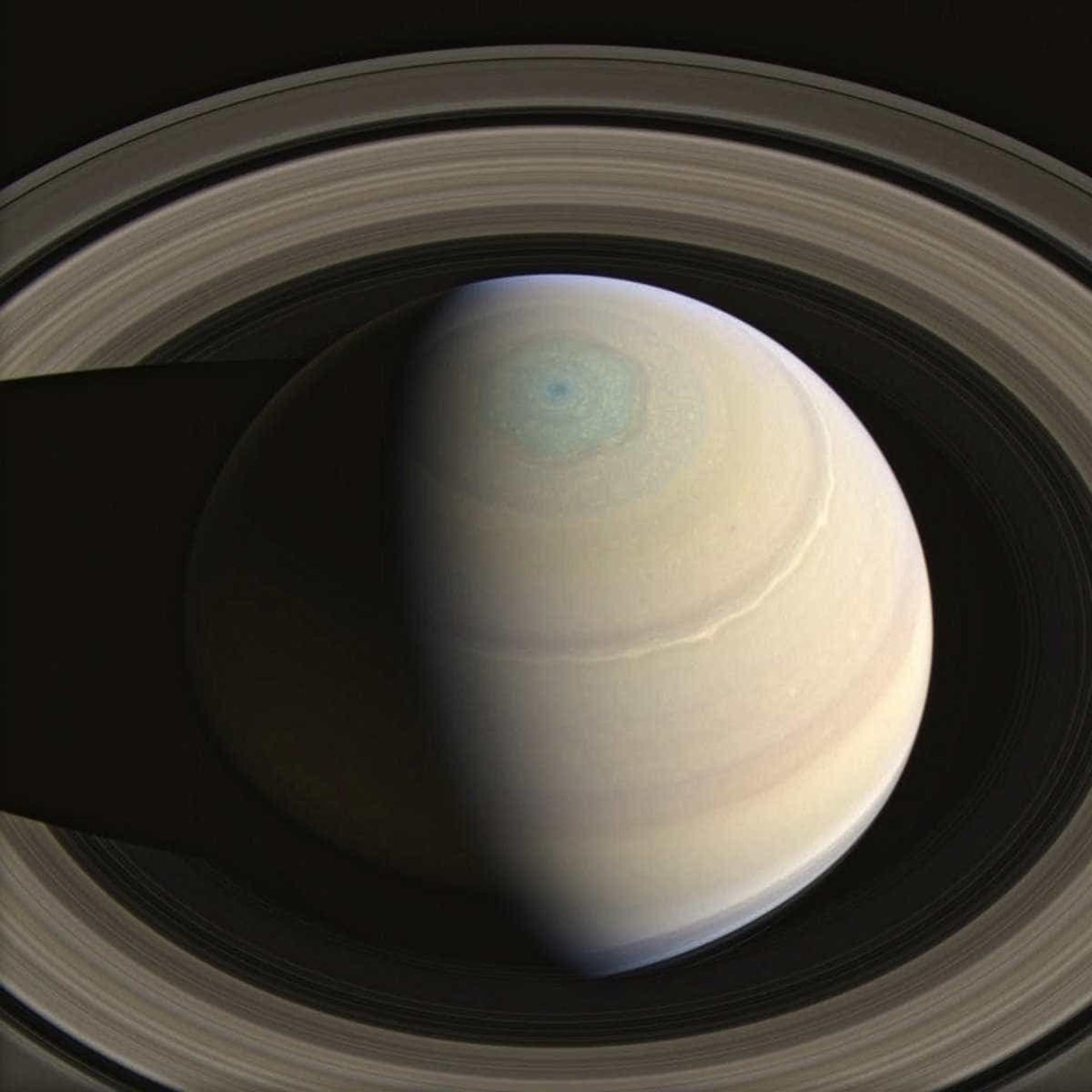 Imagens de veículo espacial mostram ângulos espetaculares de Saturno