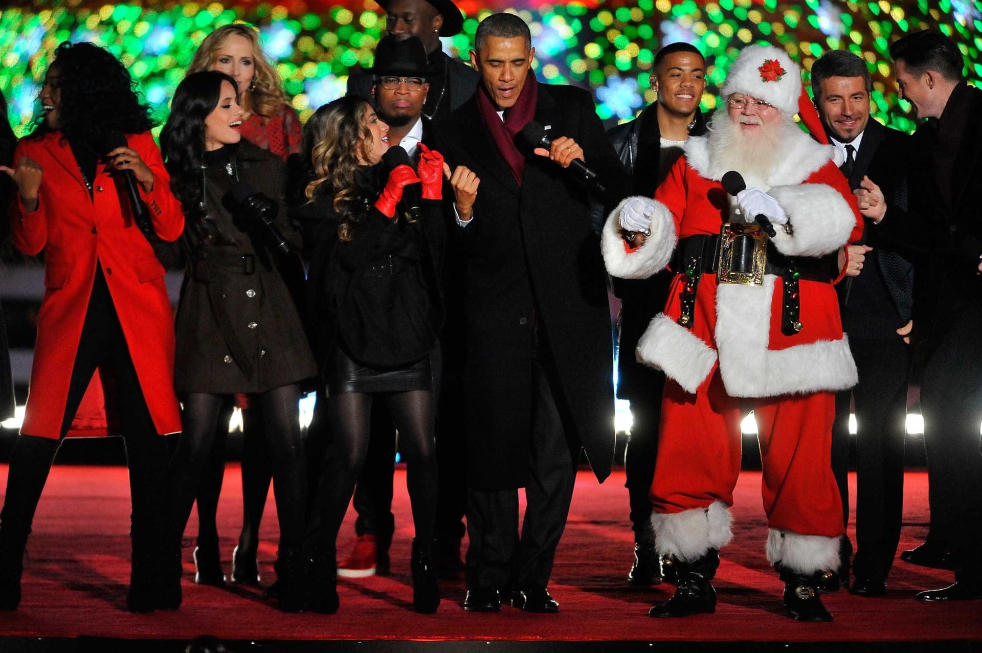 Michelle Obama dá as boas-vindas à árvore de Natal na Casa Branca