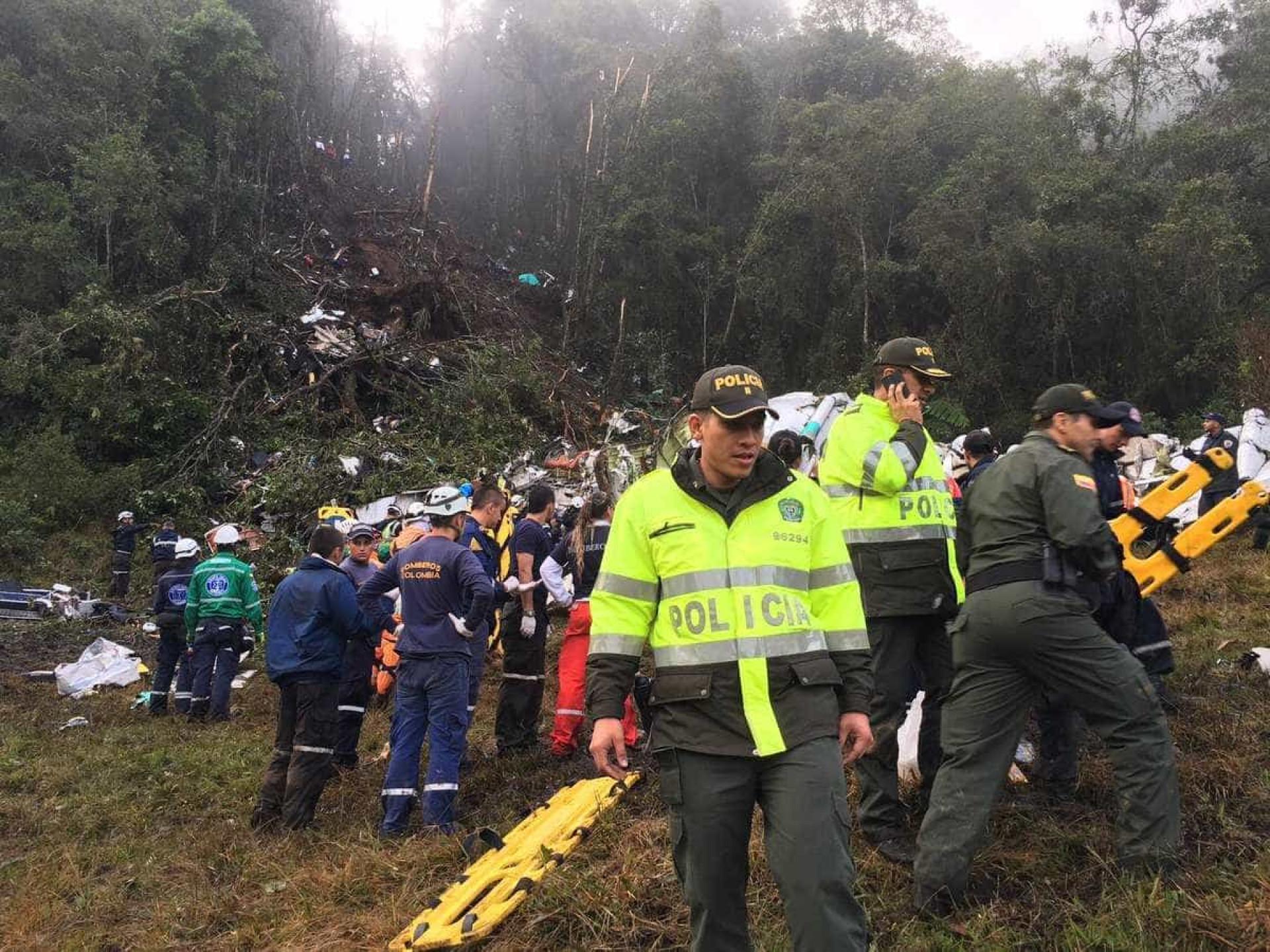 Polícia divulga imagens do resgate de acidente com avião da Chape
