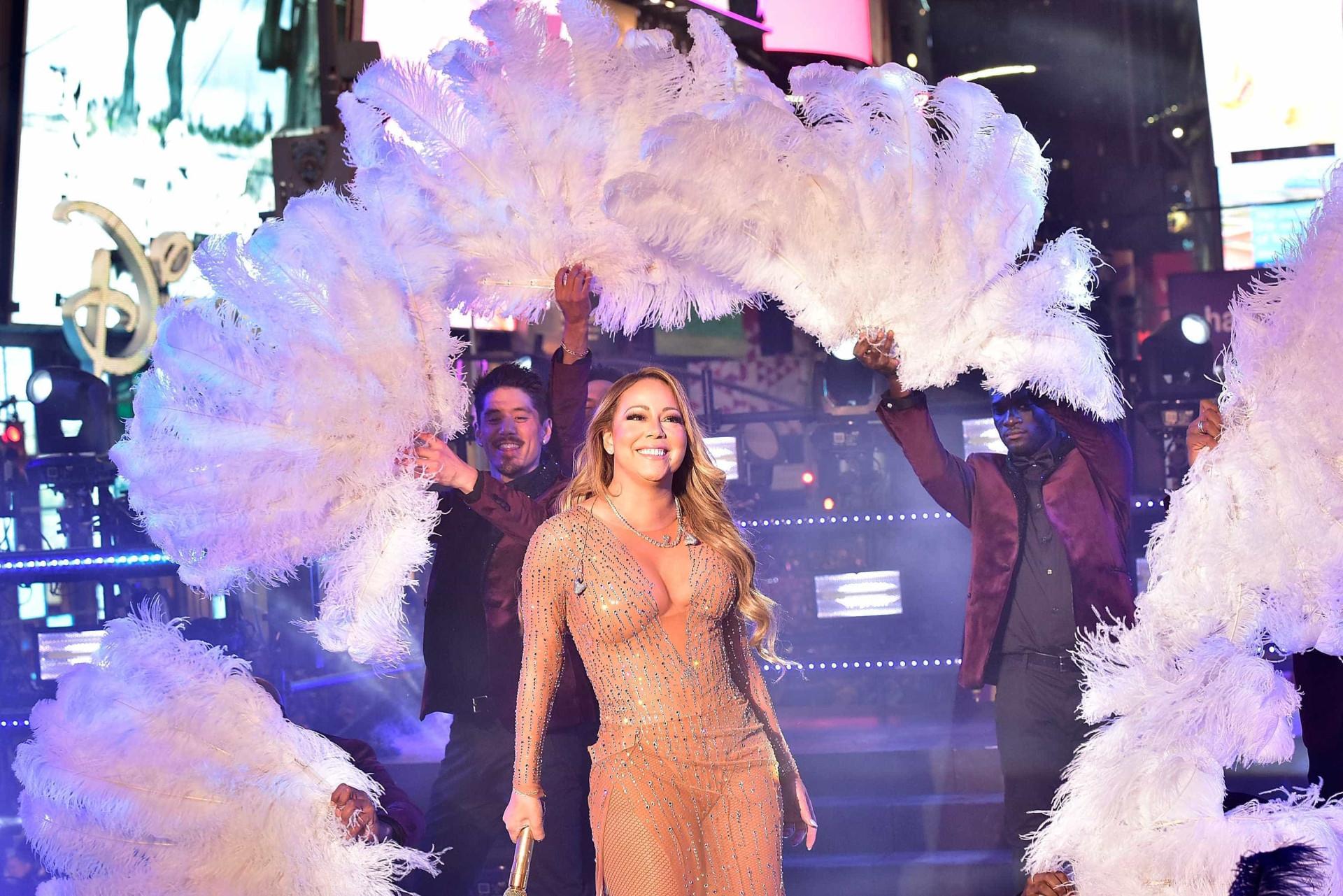 Vândalos debocham de estrela de Mariah Carey  na Calçada da Fama