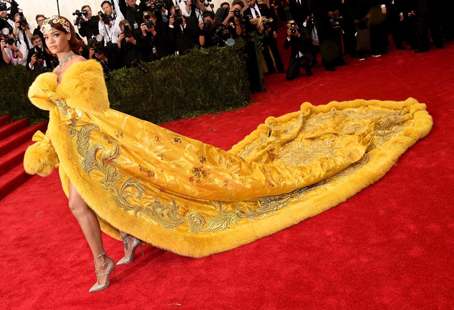Veja os 'looks' mais questionáveis de Rihanna