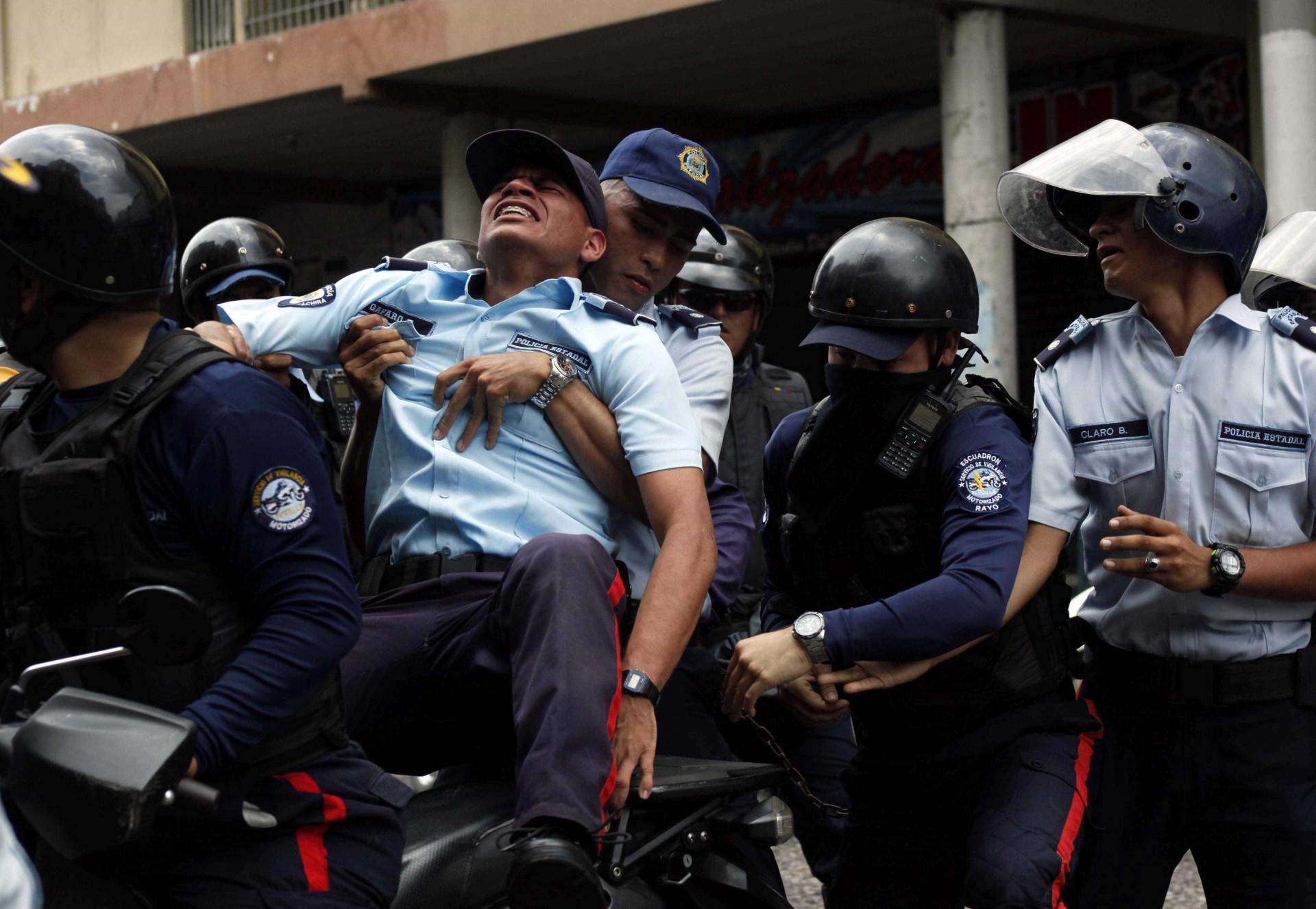 Protestos: veja o cenário de destruição nas ruas da Venezuela