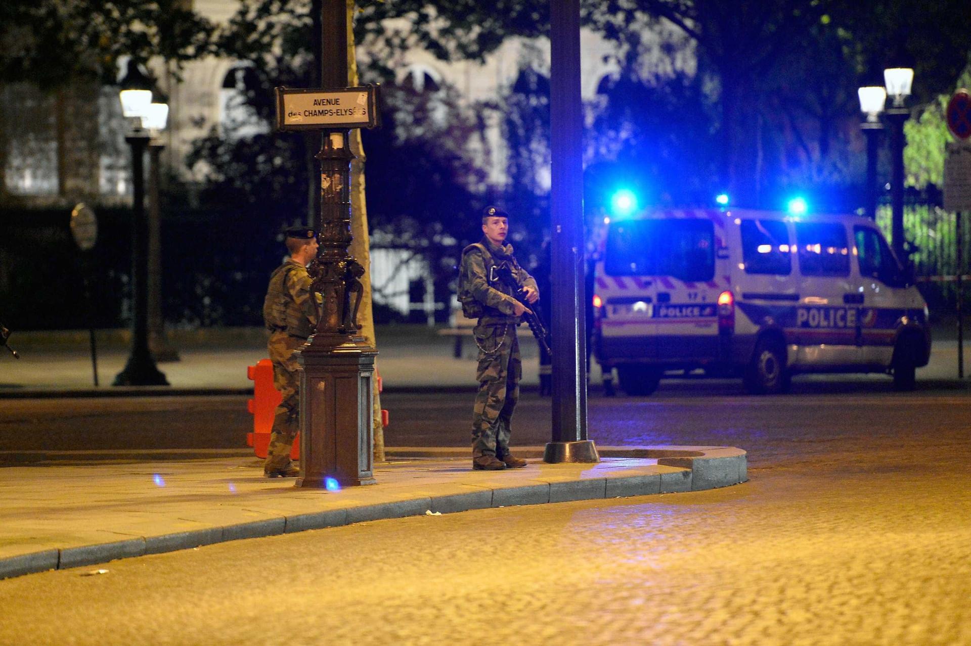 Veja imagens do ataque terrorista que atingiu Paris nesta quinta
