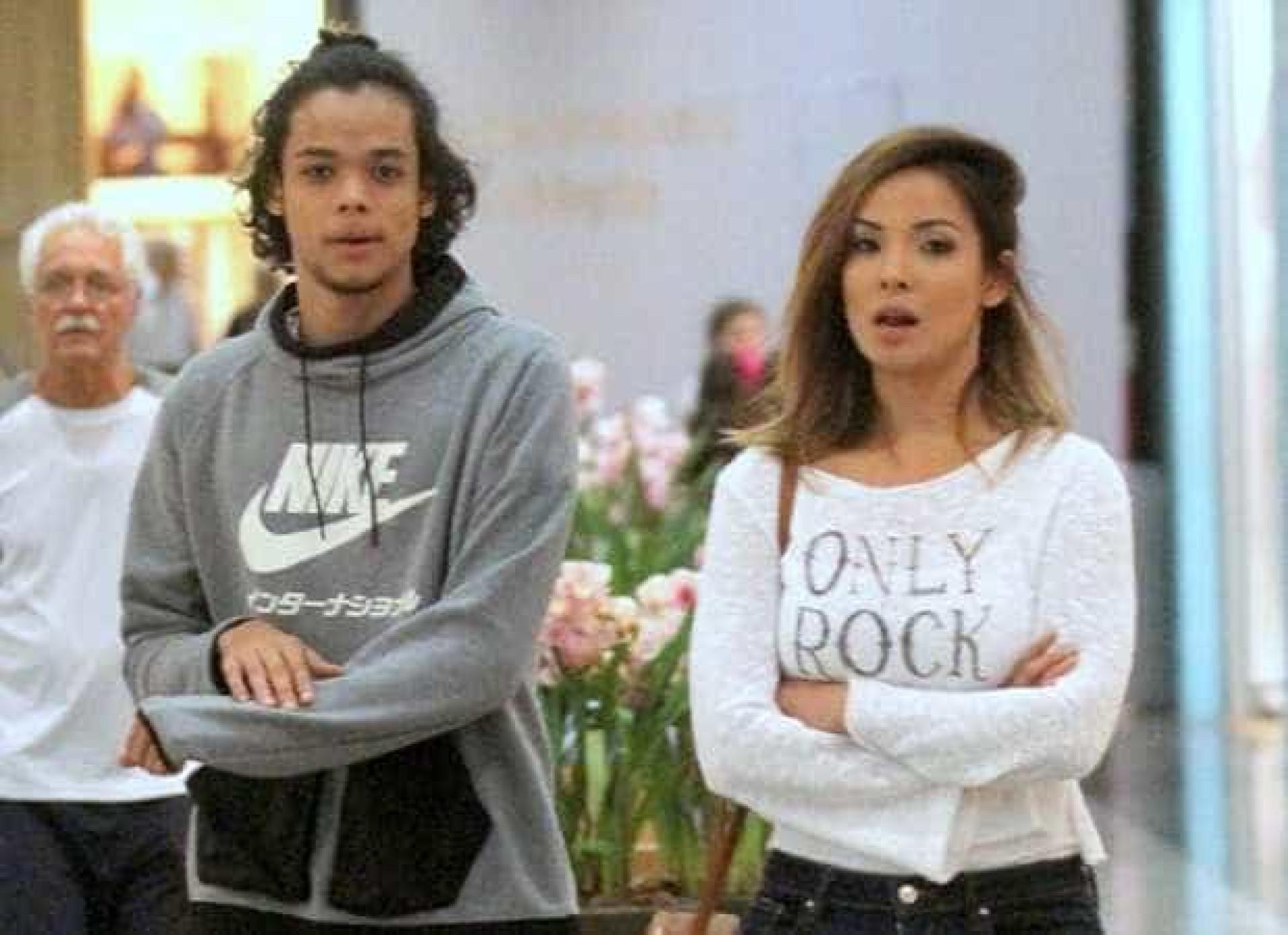 Filho de 18 anos de Carol Nakamura chama atenção ao lado da mãe