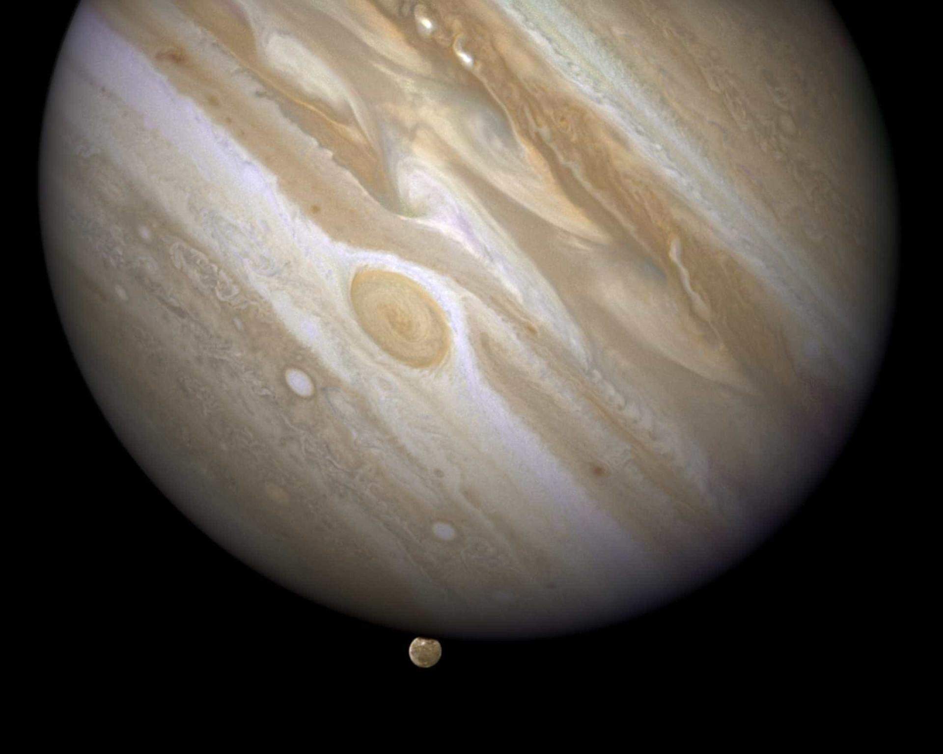 Descubra Júpiter através de imagens impressionantes