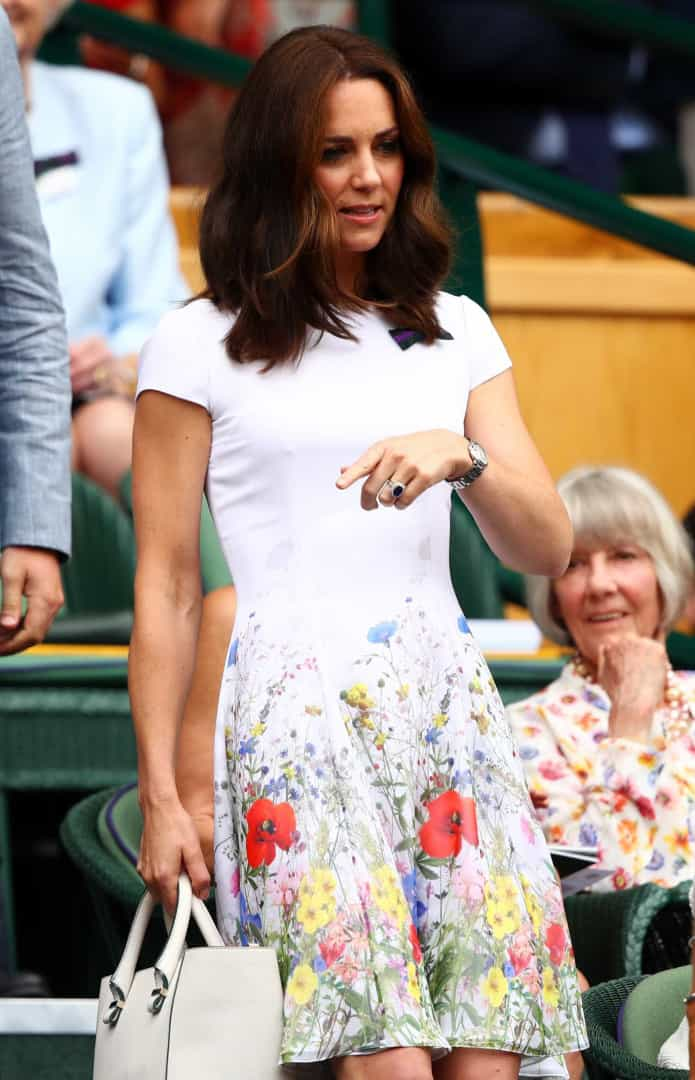 Kate Middleton arrasa com look simples e elegante em Wimbledon