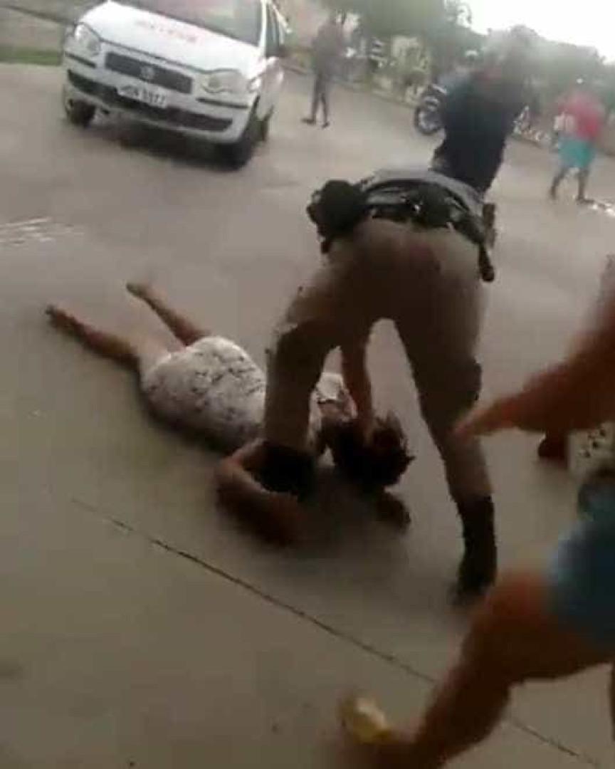 Policiais agridem mulheres que pediam atendimento em hospital de MG