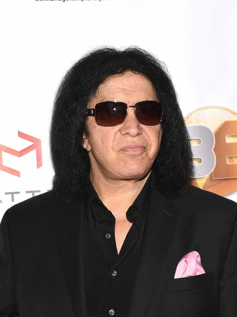 Conheça as celebridades que usam perucas