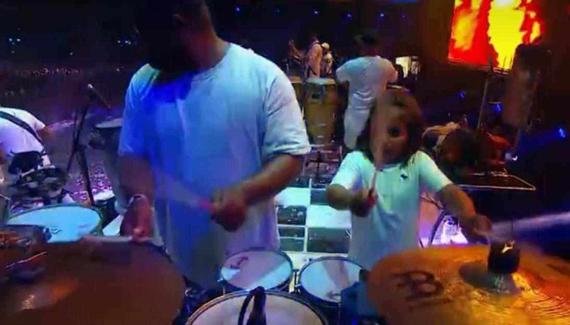 Filho de Ivete toca percussão e rouba a cena em Festival de verão
