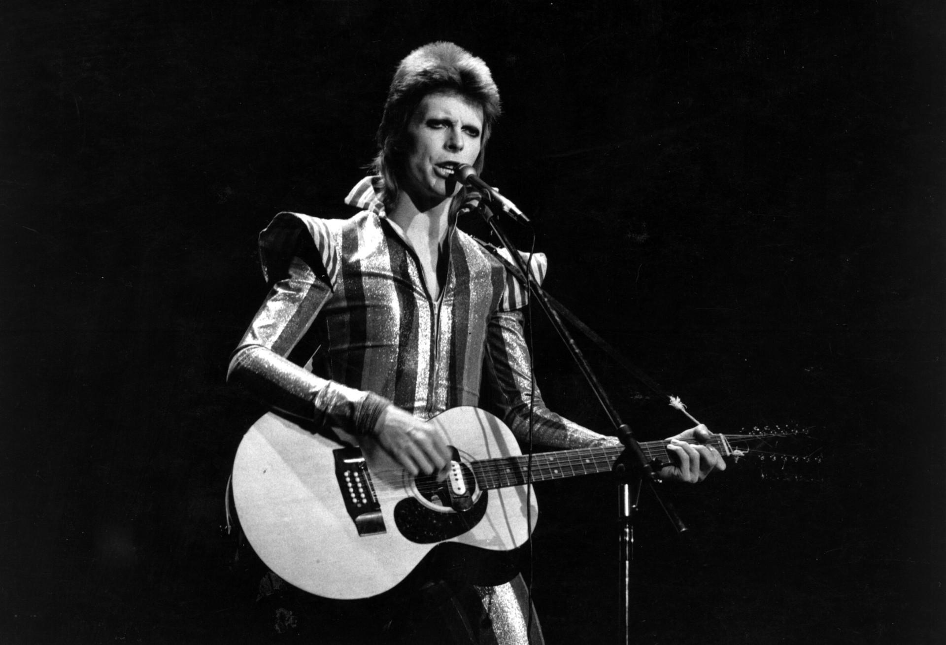 Dois anos sem David Bowie: veja fatos e curiosidades sobre o 'camaleão'