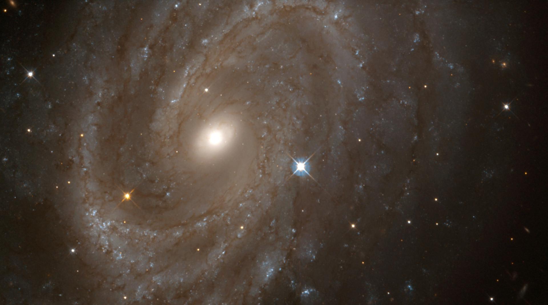 Conheça as maiores galáxias do universo; fotos