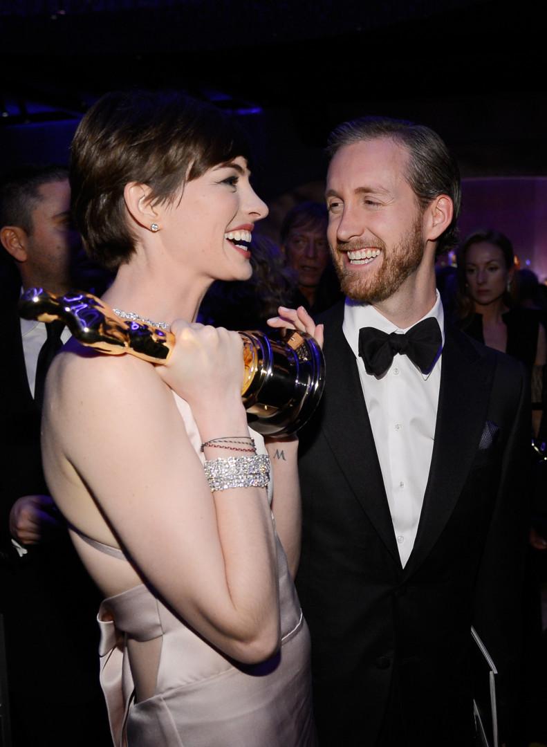 Conheça as celebridades que se casaram com fãs