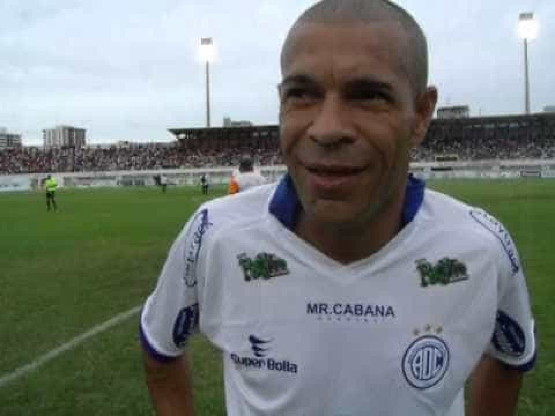 Relembre as maiores gafes de jogadores brasileiros na apresentação