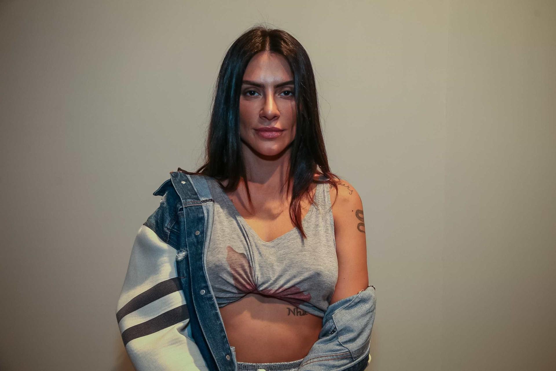 Cleo Pires canta trecho de 'Evidências'; veja o vídeo