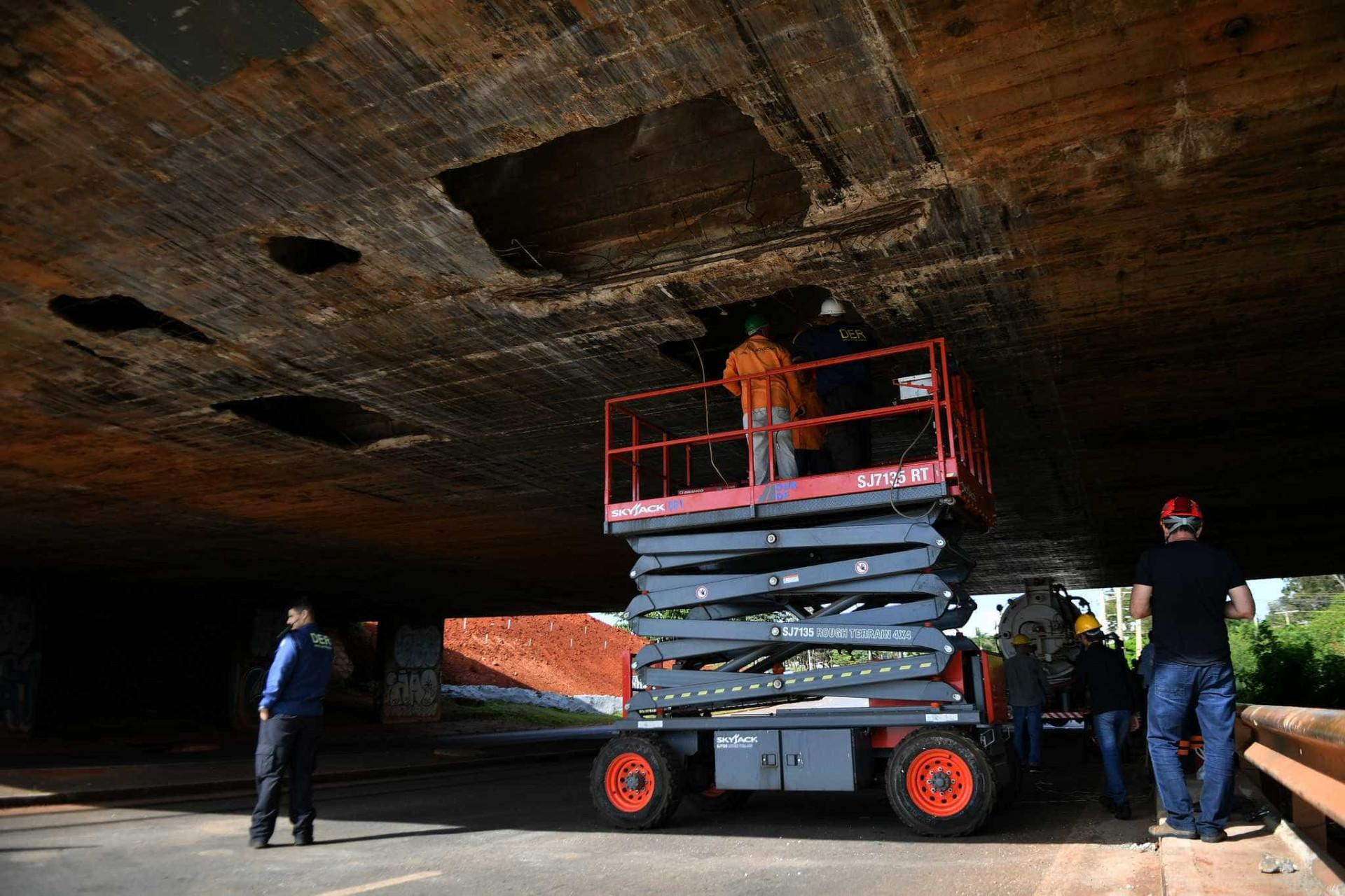 Após desabamento, viadutos de Brasília passam por vistorias